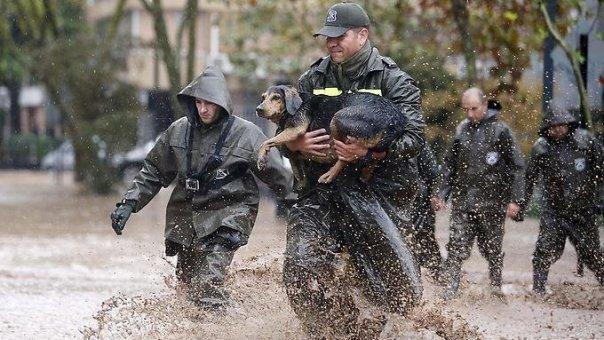 Chile und Uruguay Schwere Unwetter mit schlimmsten Überschwemmungen