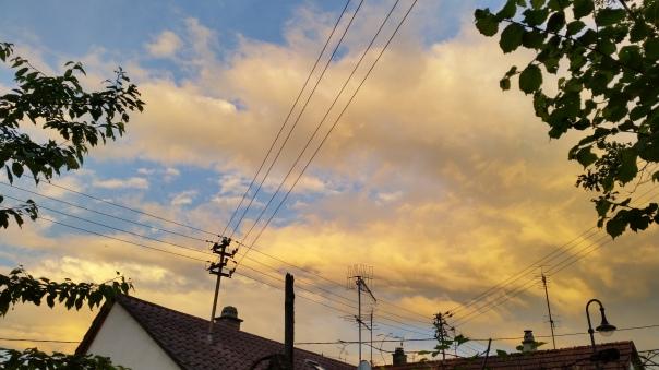 072 Schwefelfarbige Wolken über Enzberg 31.05.16 um 21.05 Uhr