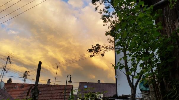 073 Schwefelfarbige Wolken über Enzberg 31.05.16 um 21.05 Uhr