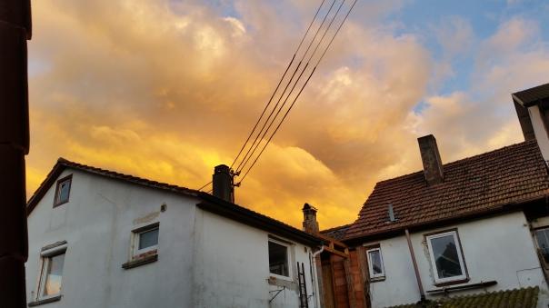 077 Schwefelfarbige Wolken über Enzberg 31.05.16 um 21.10 Uhr
