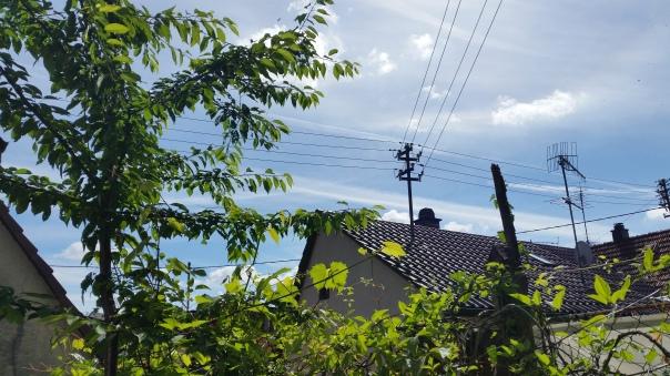 015 Himmel über Enzberg Chemtrails am 27.06.16 10.23 Uhr